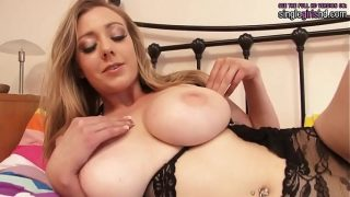 singlegirlshd.com – Rubensian blonde with a great natural body playing with her fluffy pink pussy